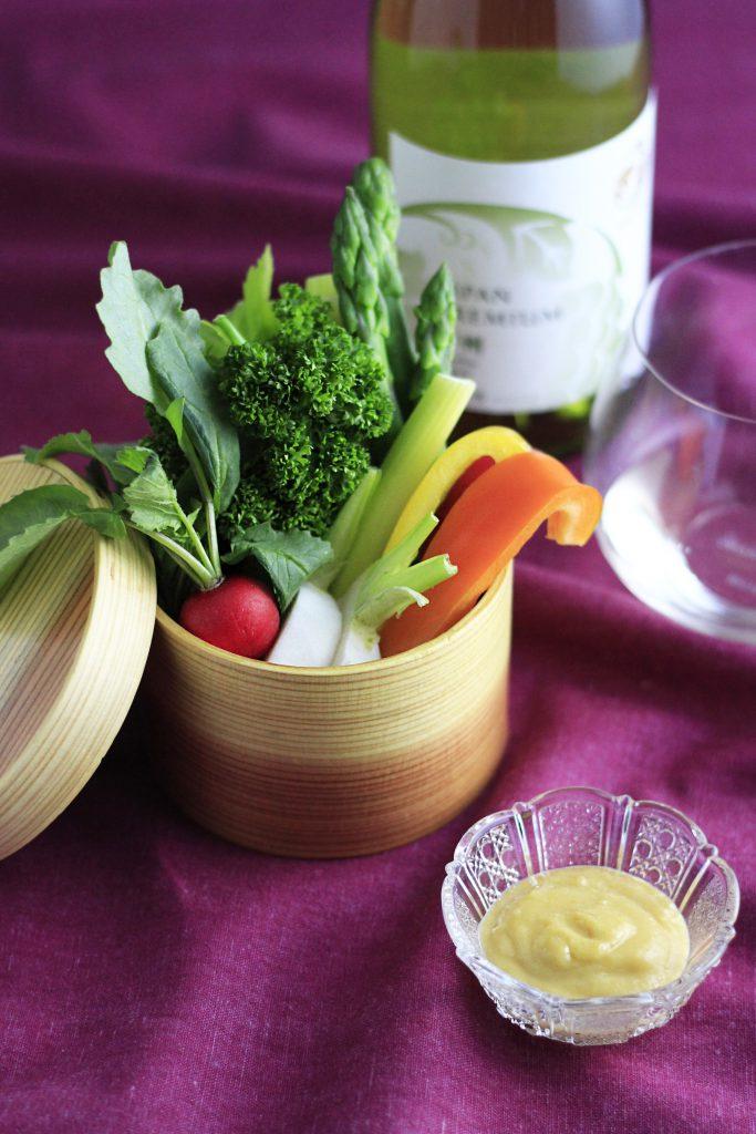 野菜スティックを、杉わっぱ飯器に盛り付けて
