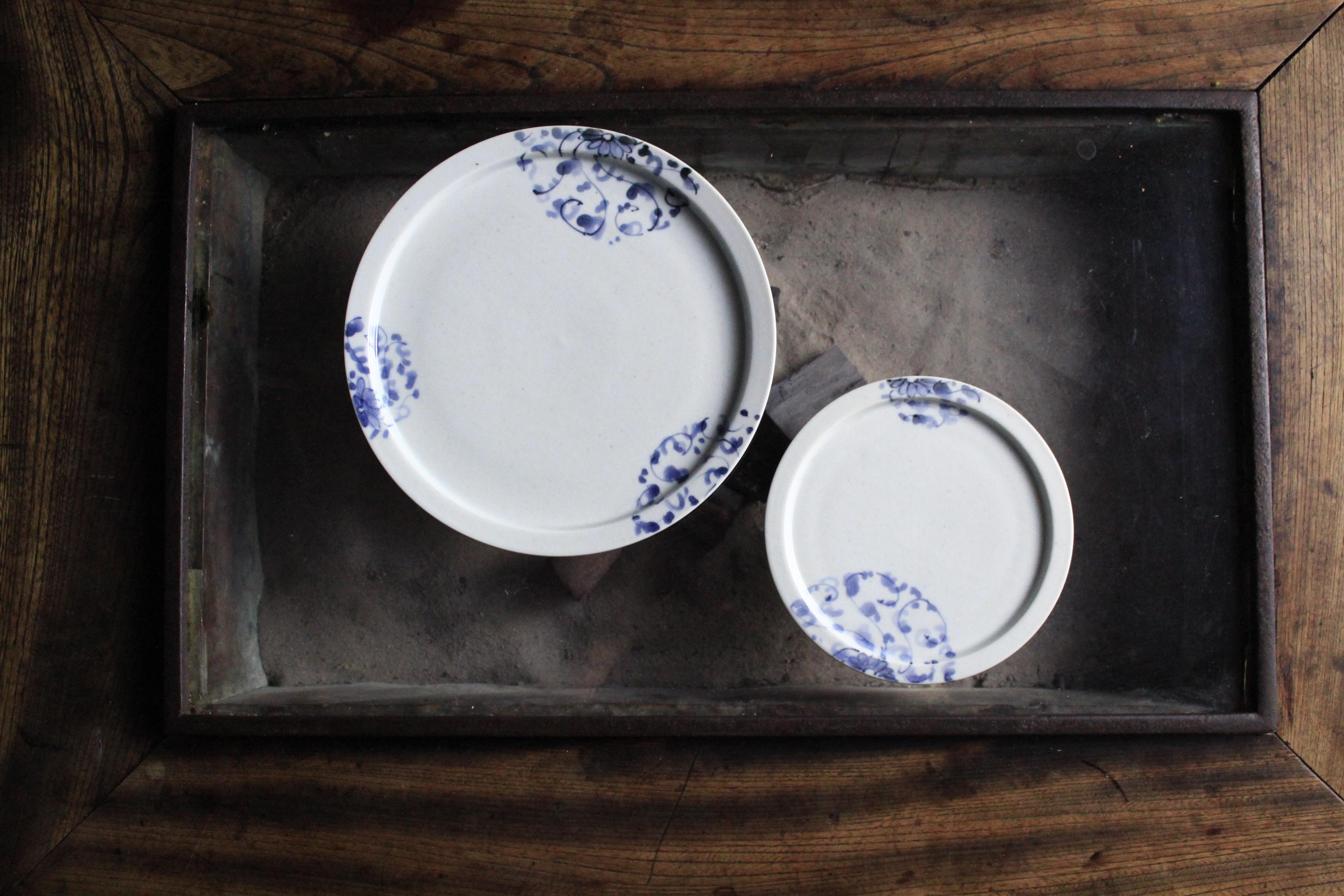 淡いブルーの中皿小皿