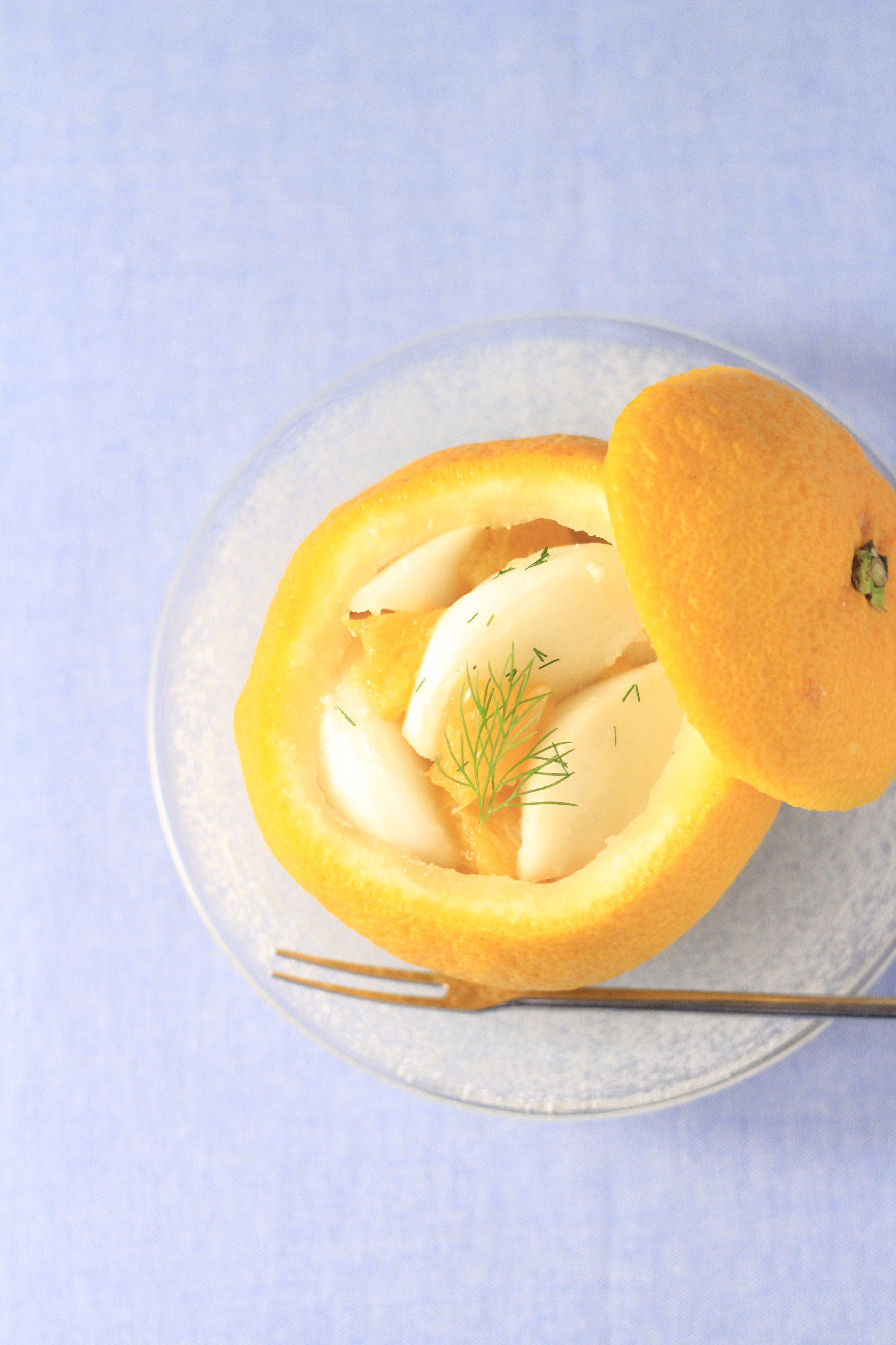果実を器に琉球ガラス皿のせて写真②