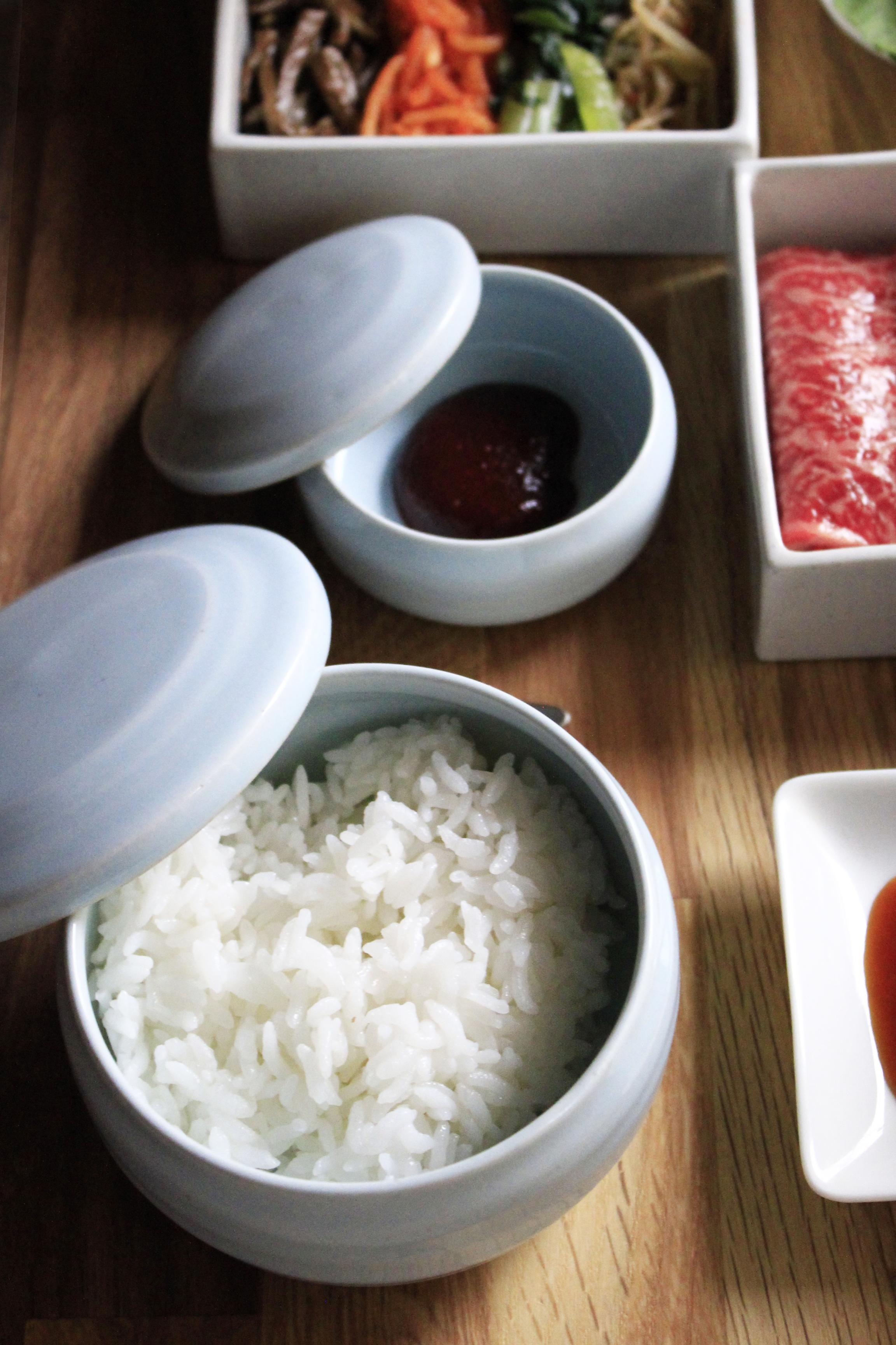 七輪焼き肉を韓国食器でご飯とコチジャン写真③