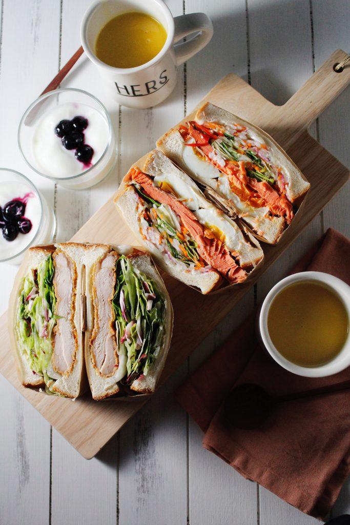 セブン惣菜だけで具沢山サンドイッチ1