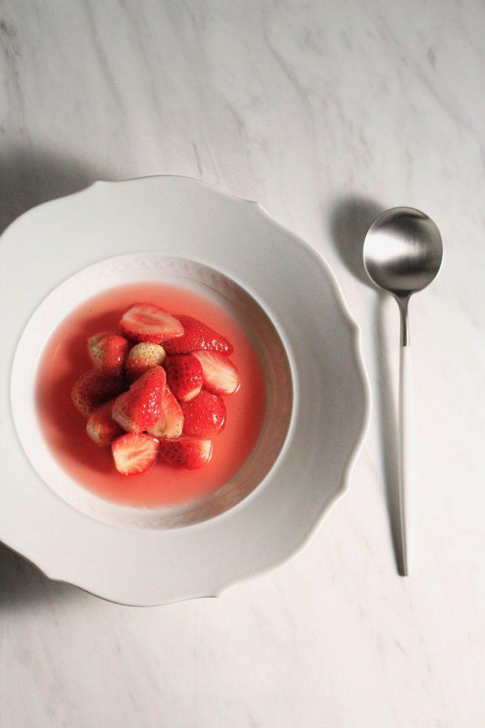 苺の日本酒スープ
