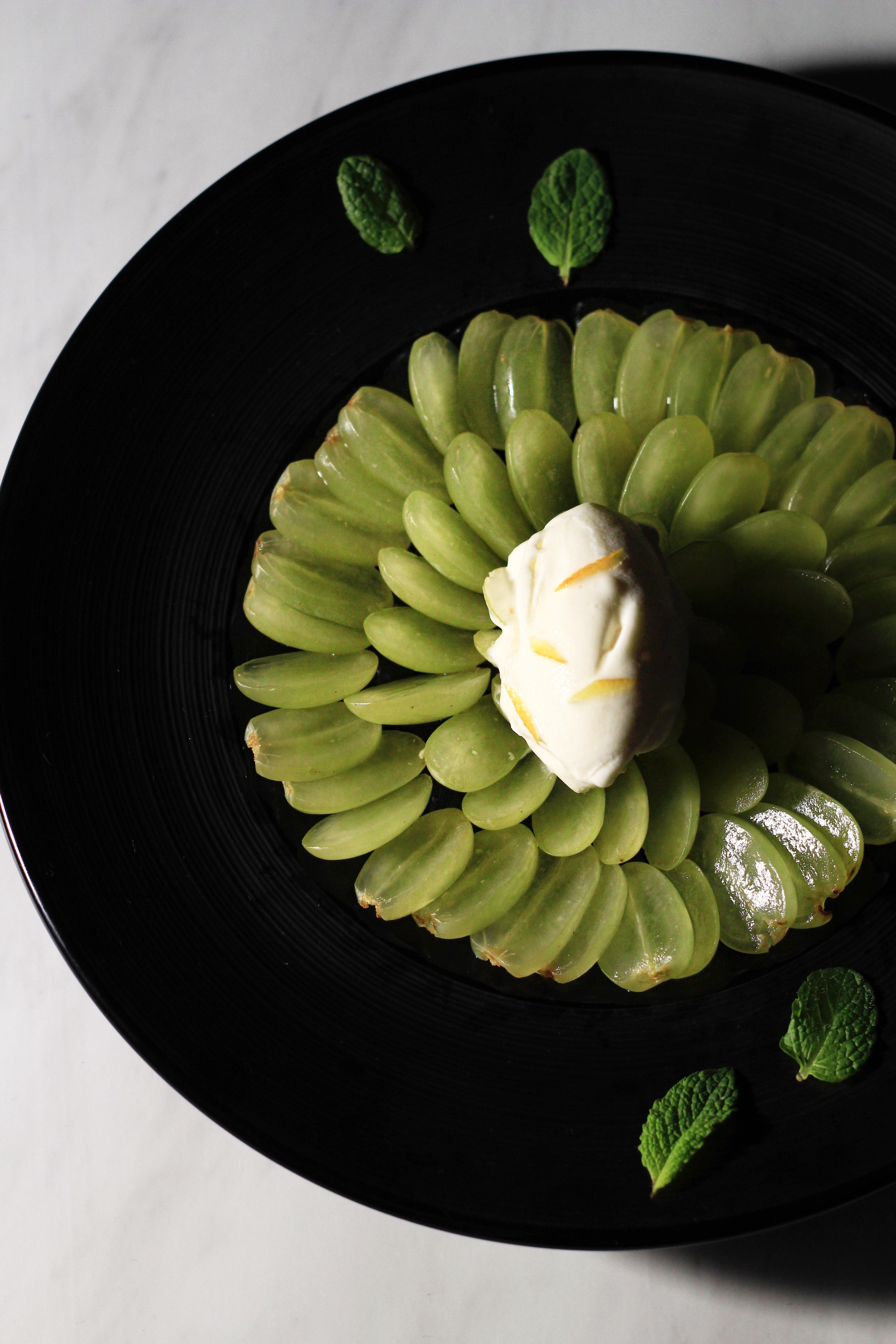 ブドウとアイスの簡単デザートプレート