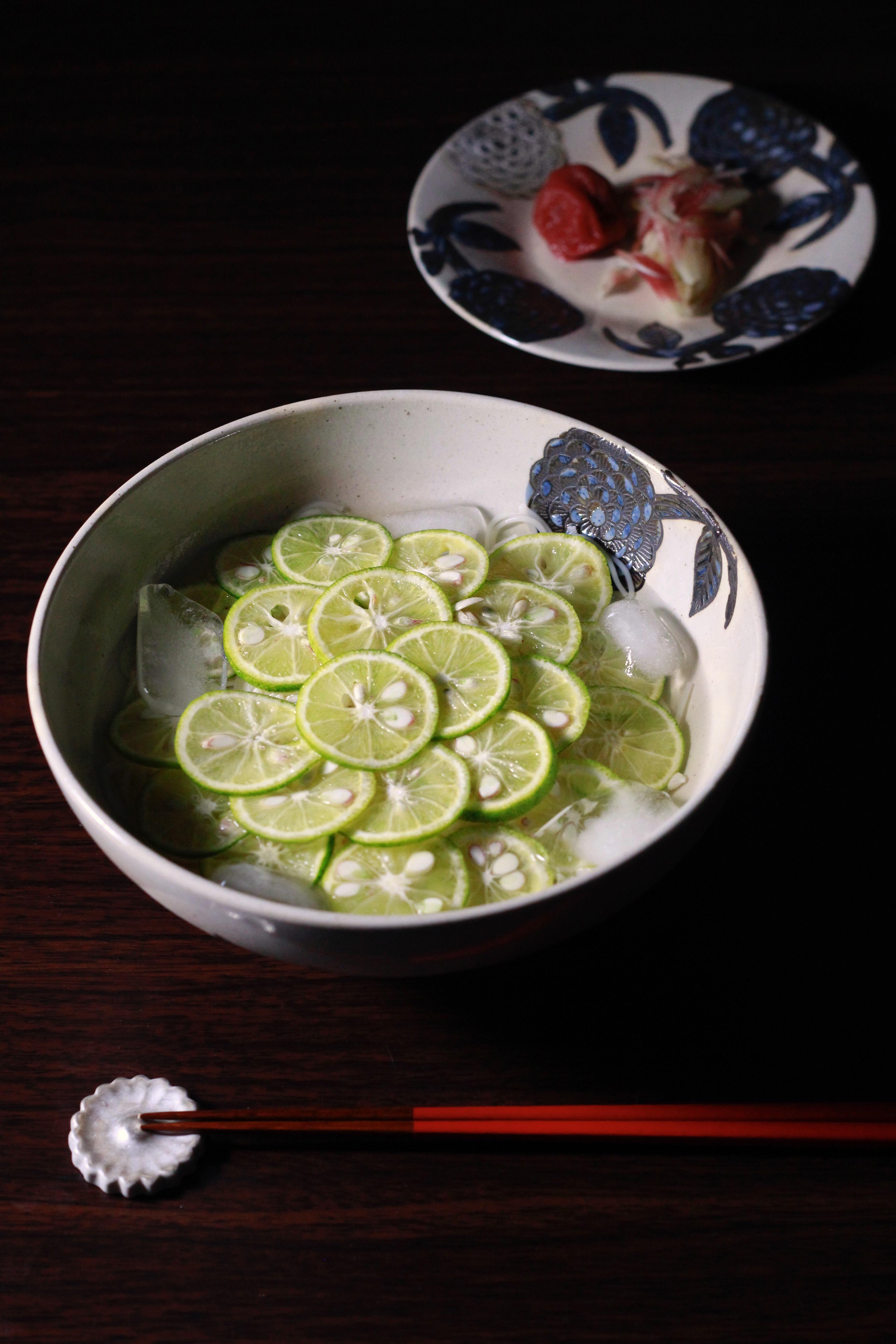 堀江陶器さんのブルーダリア器にすだち素麺