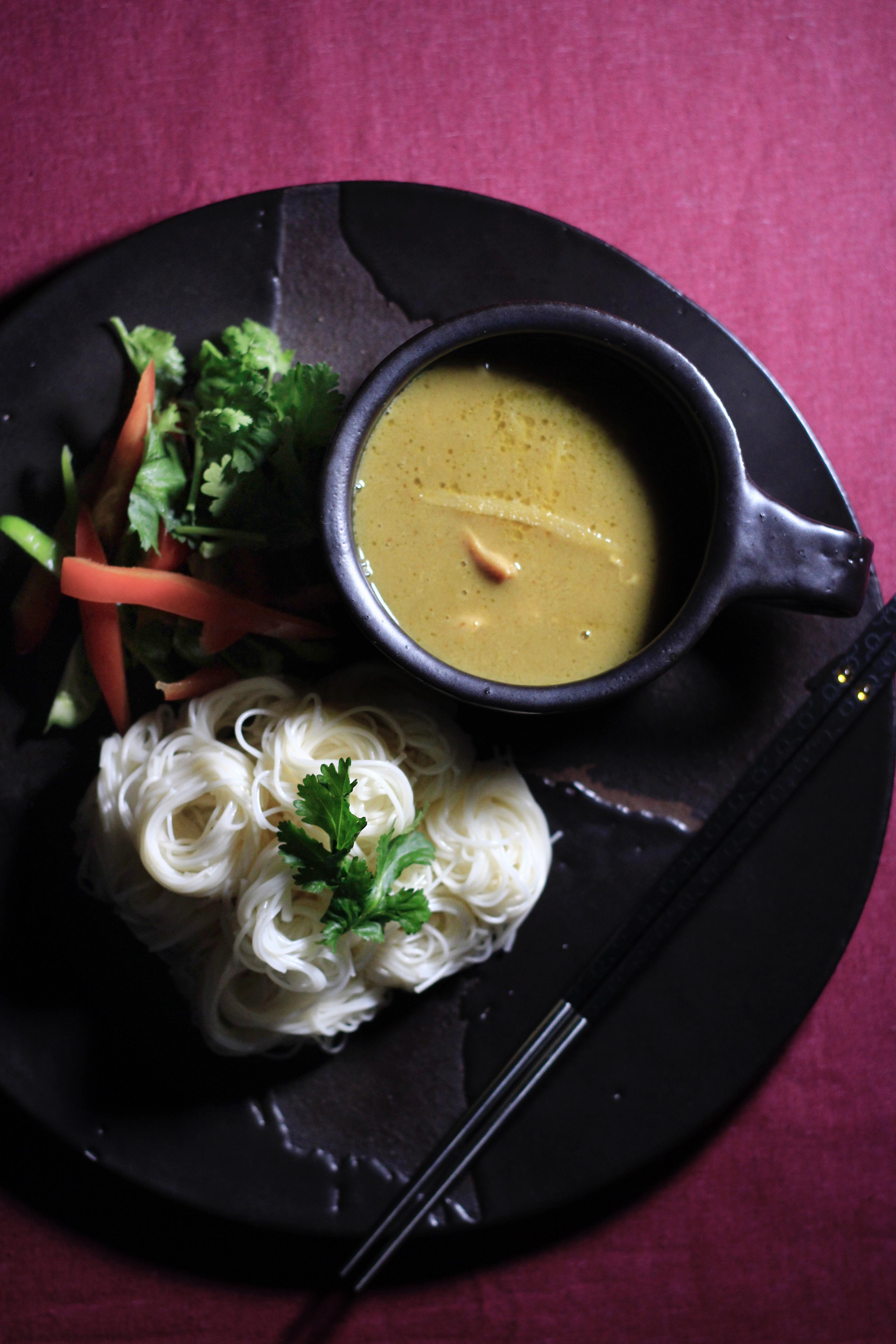 市販のレトルトグリーンカレーで素麺